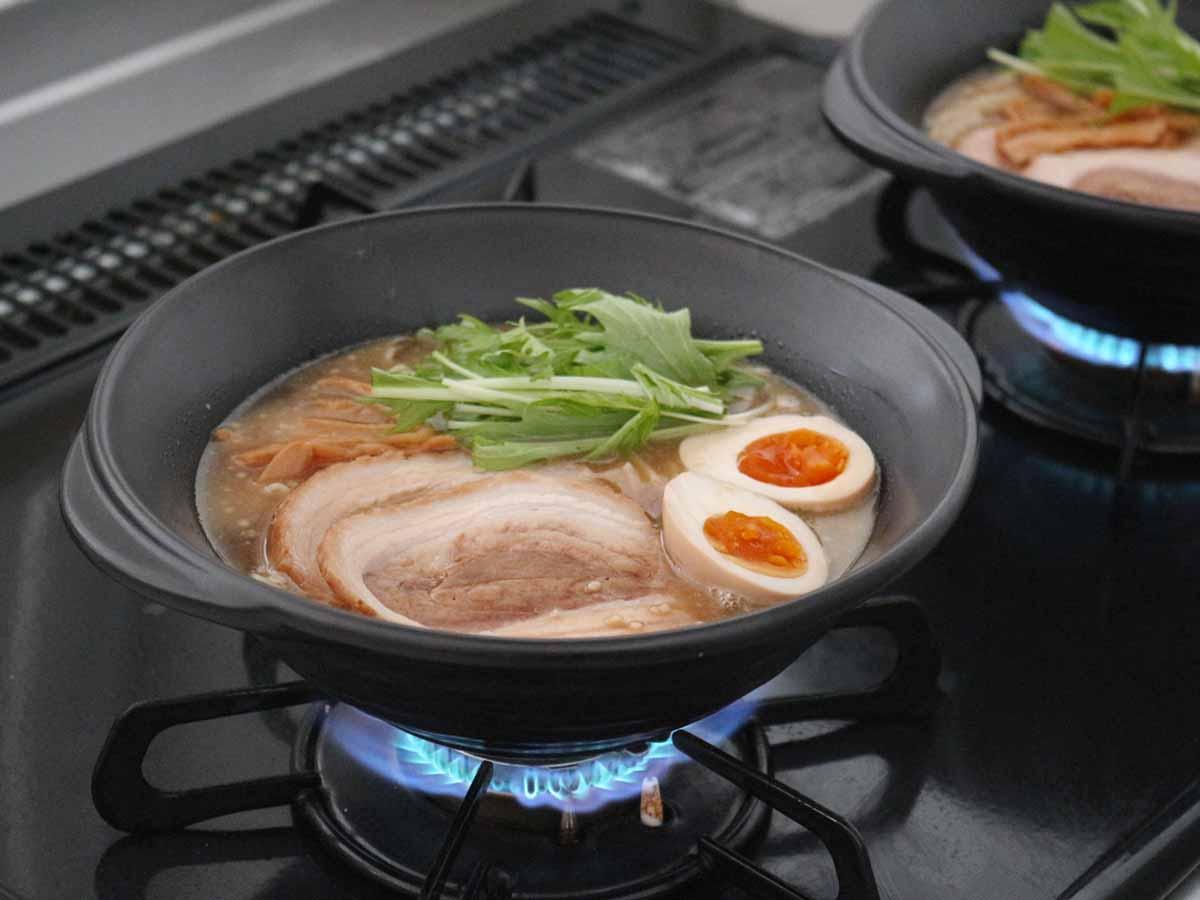 直火調理できて食器にもなる! 逆転的発想から誕生した土鍋「KOKURYU」がすごかった