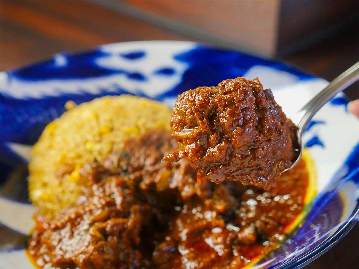 豚肉は下味をつけたのち、仕上げにオリーブオイルで素揚げしている。ほろっほろの口当たり