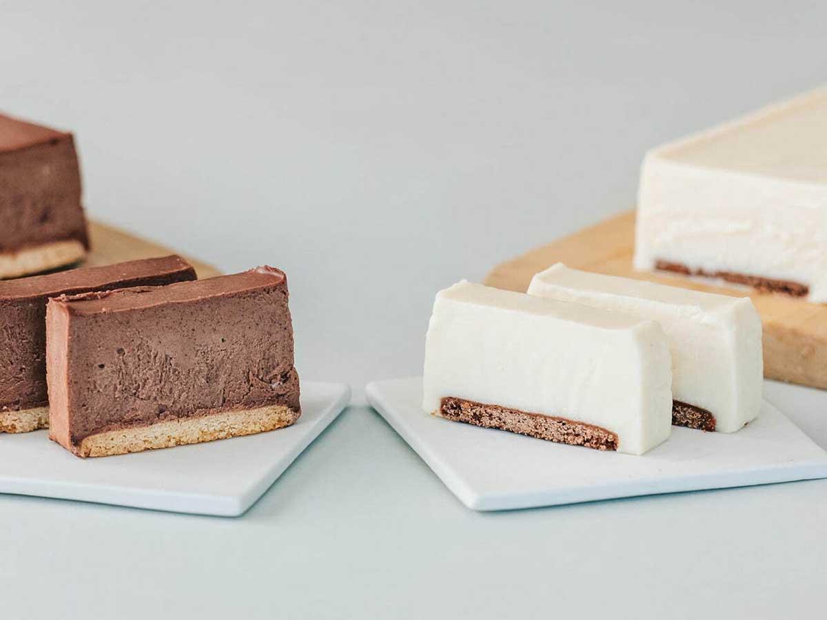 「チョコレートレアチーズケーキ」(左:1本 2980円/税込)も販売中