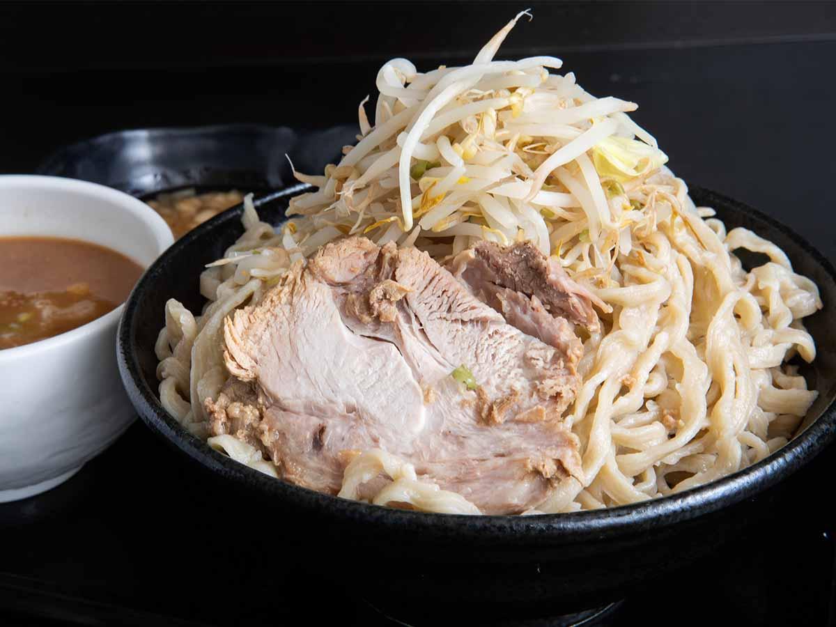 重量約2kg! さいたま新都心『つけ麺 どでん』 でデカ盛りすぎるつけ麺を食べてきた