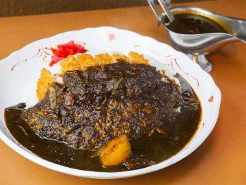 約1kgの激辛カレー!『ラホール 外神田店』で「ブラックカレー カツカレー」を食べてきた