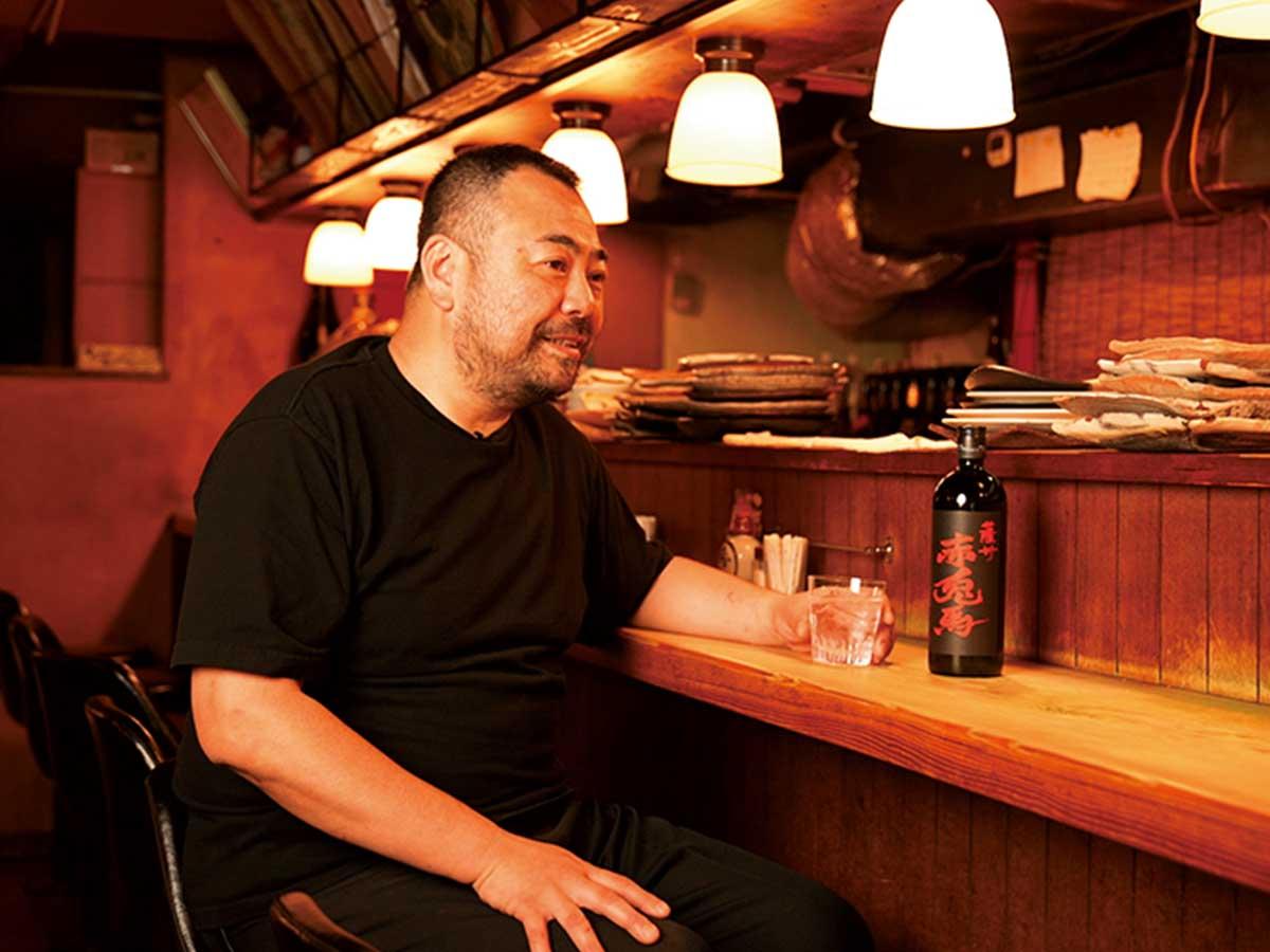 『赤坂まるしげ』小久保茂紀さん。1972年生まれ。和食店などで修業を積み、2000年に『赤坂まるしげ』を開店。店に常備する酒は日本酒50種以上、焼酎80種以上。ただ数を増やすのではなく、蔵を訪れ、試飲をし、自身が納得した酒だけを店に置くスタイルを貫く